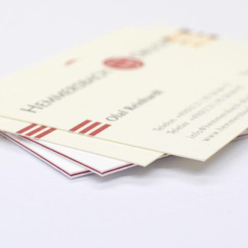 Visitenkarten mit Farbkern vs klassische Visitenkarten